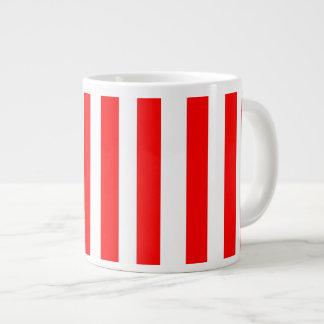 La raya roja y blanca rayó la taza GIGANTE del nav Taza Grande