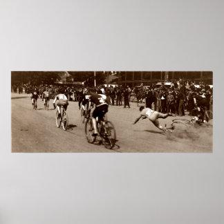 La raza de bicicleta 1905 limpia hacia fuera póster