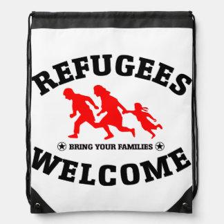 La recepción de los refugiados trae a su familia mochilas