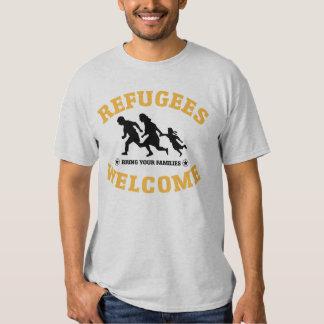 La recepción de los refugiados trae a su familia playeras