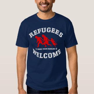 La recepción de los refugiados trae a sus familias remeras