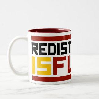 La redistribución es vana taza de café de dos colores
