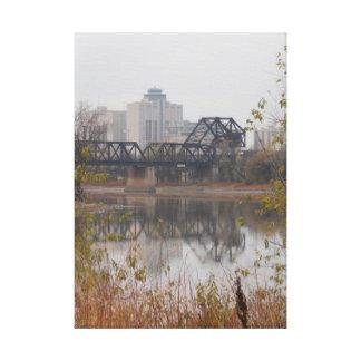 La reflexión del puente del tren estiró la impresi impresion en lona