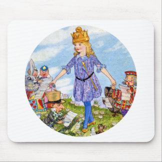 La reina Alicia intenta encendido su corona en el  Mousepads