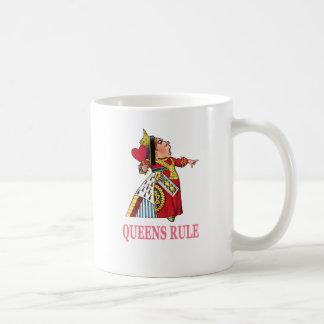 """¡La reina de corazones declara, """"regla del Queens! Taza"""