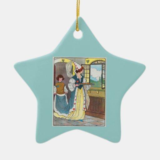 La reina de corazones, ella hizo algunas tartas adorno navideño de cerámica en forma de estrella