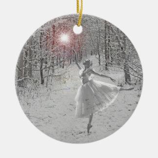 La reina de la nieve adorno navideño redondo de cerámica