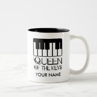 La reina del piano de las llaves personalizó la taza de dos tonos