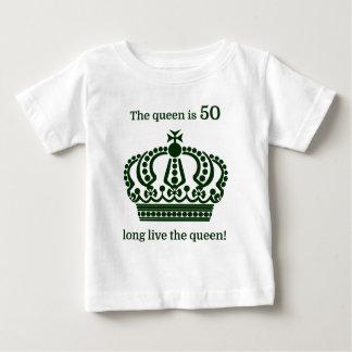 ¡La reina es 50 vive de largo la reina! Playera De Bebé