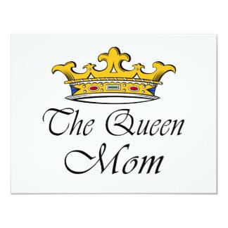 """¡La reina, mamá! Ideas de la camiseta y del regalo Invitación 4.25"""" X 5.5"""""""