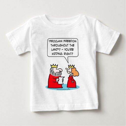 La reina piensa al rey que embroma en la libertad t shirts