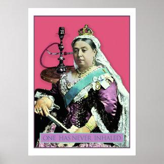 La reina y la cachimba posters
