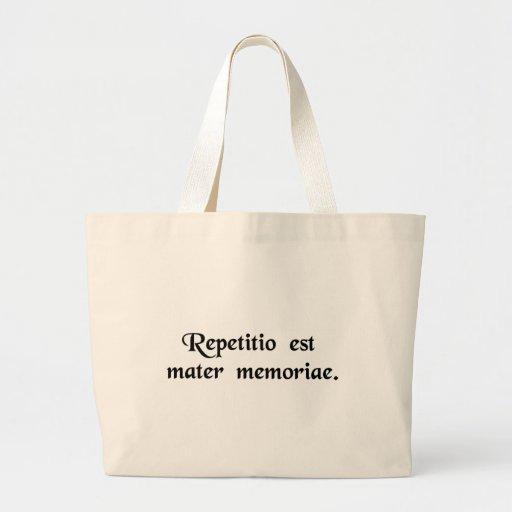 La repetición es la madre de la memoria bolsas de mano