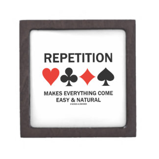 La repetición hace que todo viene los juegos fácil caja de recuerdo de calidad