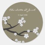 La reserva blanca de Sakuras la fecha/le agradece Etiquetas Redondas