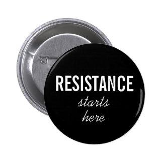 La resistencia comienza aquí, el texto blanco en pin redondo de 2 pulgadas