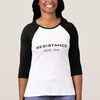 La resistencia comienza aquí, texto negro en playera