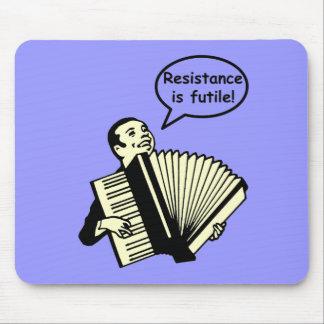 ¡La resistencia es vana! (Acordeón) Mousepads