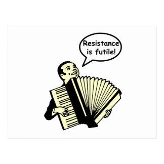 ¡La resistencia es vana! (Acordeón) Postal