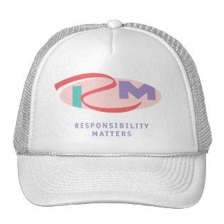 La responsabilidad importa el gorra blanco