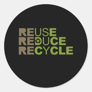 La reutilización reduce recicla la camiseta pegatinas redondas