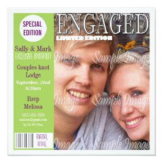 La revista púrpura verde del compromiso invitacion personalizada