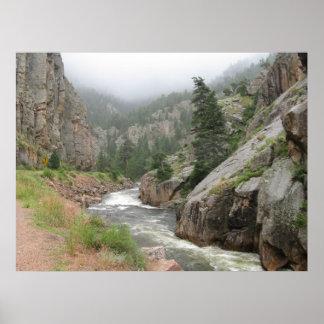 La río salvaje y escénico de Poudre del escondrijo Póster
