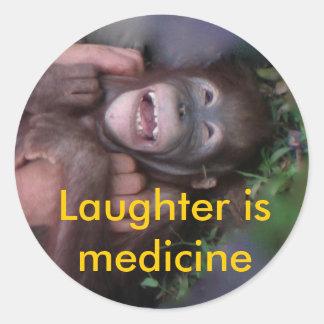 La risa es los animales de la medicina que ríen etiqueta redonda