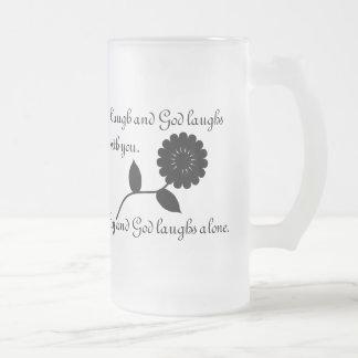 La risa y dios ríe con usted taza de cristal