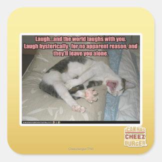 La risa y el mundo ríe con usted pegatina cuadrada