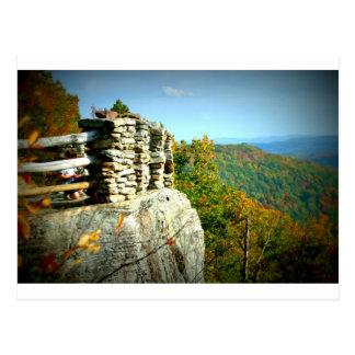 La roca de los toneleros pasa por alto en caída. tarjetas postales