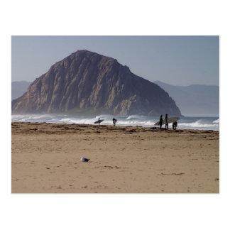 La roca de Morro vara a personas que practica surf Postales
