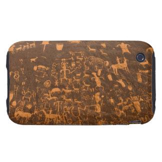 La roca del periódico es un panel del petroglifo carcasa though para iPhone 3