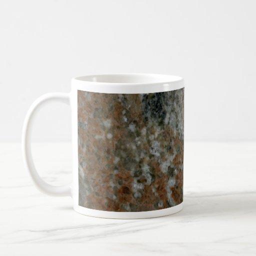 La roca sólido heló el ámbar taza básica blanca