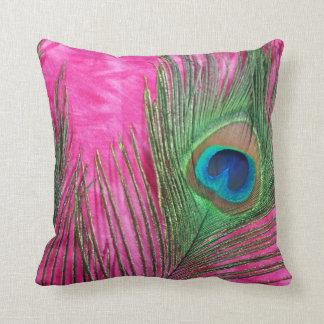 La rosa fuerte y el pavo real empluma vida inmóvil almohadas