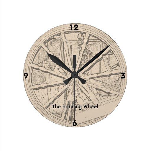 La rueda de hilado antigua hace el reloj de pared