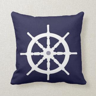 La rueda de la nave blanca almohada