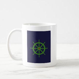 La rueda de la nave verde y roja taza básica blanca