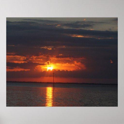 La salida del sol de la porta póster