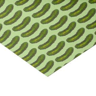 La salmuera de eneldo verde conserva en vinagre el papel de seda pequeño