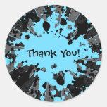 La salpicadura azul enrrollada Paintball de la Pegatina Redonda