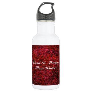 La sangre es más gruesa que el agua botella de agua