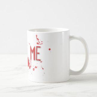 """La sangre verdadera """"me muerde """" taza básica blanca"""