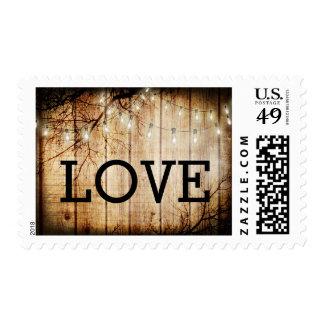 La secuencia enciende el franqueo de madera del timbre postal