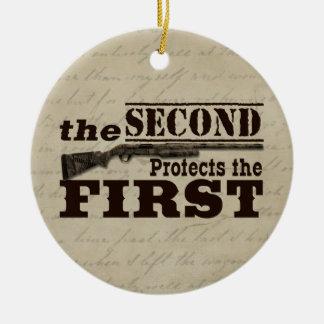 La segunda enmienda protege la Primera Enmienda Adorno Navideño Redondo De Cerámica
