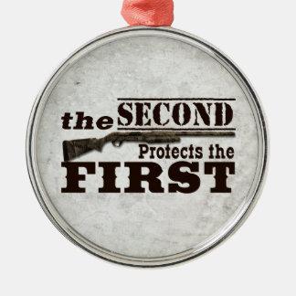 La segunda enmienda protege la Primera Enmienda Adorno Navideño Redondo De Metal