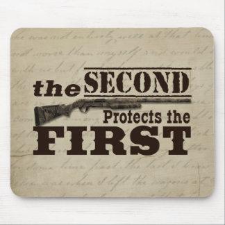 La segunda enmienda protege la Primera Enmienda Alfombrillas De Ratón