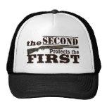 La segunda enmienda protege la Primera Enmienda Gorro