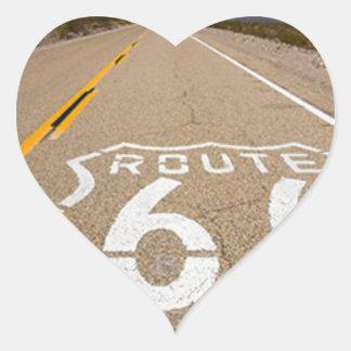la señal de tráfico de la ruta 66 comienza la pegatina en forma de corazón