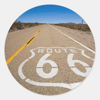 la señal de tráfico de la ruta 66 comienza la pegatina redonda